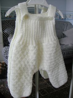 Best 12 Knit overalls, jumpsuit, knit jumper and crochet – Memie Cathy knit, crochet, comforters – SkillOfKing. Giant Knitting, Baby Sweaters, Pulls, Baby Items, Overalls, Album, Jumpsuit, Comforters, Knit Crochet
