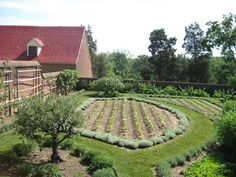 Vegetable garden at Mount Vernon. So organized and pretty :)