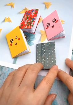 Cool Paper Crafts, Paper Crafts Origami, Diy Crafts For Gifts, Diy Home Crafts, Diy Arts And Crafts, Cute Crafts, Creative Crafts, Diy Gifts With Paper, Diy Gifts Videos