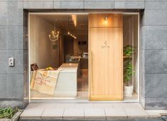 Find out all photos and details of Solilite Chocolate Shop, Japan on Archilovers. Browse the complete collection of pictures and design drawings Cafe Shop Design, Cafe Interior Design, Store Design, Patisserie Design, French Patisserie, Boutique Patisserie, Patisserie Cake, Boutique Interior, Design Entrée