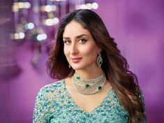 How to rock traditional jewelry on western outfits? Kareena Kapoor rocks beautiful diamond jewelry-necklace and earrings Diamond Necklace Set, Diamond Choker, Diamond Jewellery, Tiffany Jewellery, Men's Jewellery, Emerald Necklace, Designer Jewellery, Jewellery Designs, Fashion Jewellery