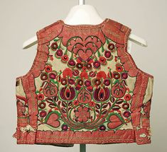 Hungarian Embroidery Vest Date: late century Culture: Hungarian Medium: leather, wool - Hungarian Embroidery, Folk Embroidery, Vintage Outfits, Vintage Fashion, Textiles, Ethnic Dress, Costume Collection, Folk Costume, Chain Stitch