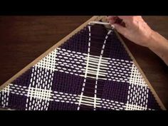 tutoriales de tejidos, diferentes tecnicas, palillo, crochet, telar etc. Pin Weaving, Tapestry Weaving, Loom Weaving, Diy Arts And Crafts, Diy Crafts, Rug Loom, Weaving Projects, Weaving Techniques, Loom Knitting