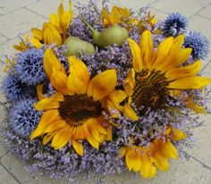 Bloemschikken voor Zomerboeket  met zonnebloemen. Meer originele bloemschikken en methodiek voor boeketten vind je op gette.org.