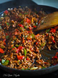 Turkish pide pizza recipe @ Not Quite Nigella Mince Recipes, Cooking Recipes, Healthy Recipes, Healthy Minced Beef Recipes, Healthy Food, Nigella, Ravioli, Turkish Recipes, Ethnic Recipes