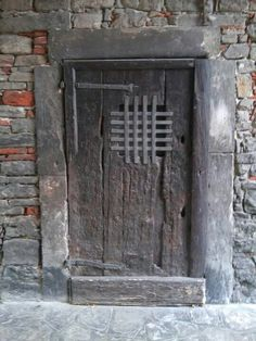 Old door in Upper Town, Bergamo, Italy - photo archiLAURA