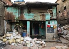 A Walk Through Dharavi Slum, Mumbai Great Buildings And Structures, Modern Buildings, Dubai Skyscraper, Air Ride, Photo Journal, Paris Hotels, Slums, Artist Trading Cards, Home Photo