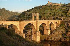 Un grande architetto di ponti fu Caius Iulius Lacer (I sec.d.C.) che progettò fra gli altri lo splendido ponte di Alcantara (Spagna)