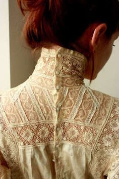 button up high collar ♥ I have wanted a Victorian blouse for years… - Edwardian Fashion Style Édouardien, Mode Style, Edwardian Fashion, Vintage Fashion, Edwardian Style, Edwardian Dress, Victorian Dresses, Vintage Outfits, Dress Vintage