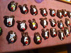 Vi bagte først almindelige chokolade småkager, pyntede derefter med det man kan se på billederne