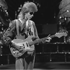 What was David Bowie's impact on the music industry? (Image: David Bowie, shooting his video for Rebel Rebel in 1974. Photo by AVRO. Beeld en Geluid Wiki, Netherlands Institute for Sound and Vision. CC BY-SA 3.0 via Wikimedia Commons.)