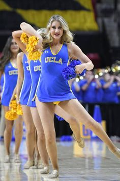 College Cheerleading, Cheerleading Pictures, Cute Cheer Pictures, Dallas Cheerleaders, Cheer Spirit, Professional Cheerleaders, Cheer Outfits, Ucla Bruins, Sexy Jeans