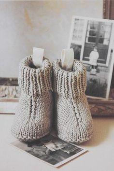 Sød strik til baby - Nuttede små støvler. Free pattern (in Danish). Newborn to 9 months