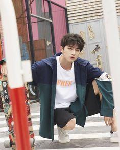 林一 (@linyi_99) • Ảnh và video trên Instagram Cute Asian Guys, Asian Boys, Cute Guys, Chinese Babies, Chinese Boy, Beautiful Boys, Pretty Boys, Onii San, Cute Actors