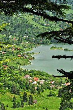 Scenic view of Colbijita Lake Romania Wonderful Places, Beautiful Places, Beautiful World, Bulgaria, Travel Around The World, Around The Worlds, Visit Romania, Places To Travel, Places To Visit