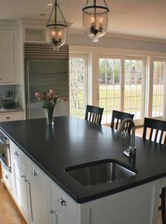 White Cabinets White Countertops, Black Kitchen Countertops, Granite Countertops Colors, Timber Kitchen, Granite Colors, Home Decor Kitchen, Kitchen Design, Kitchen Layout, Kitchen Ideas