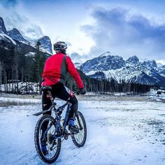 Today's photo of the day is @iron_explorer who isn't afraid to get out in the cold.  Remember winter training pays summer dividends!! Excellent work buddy   Cold feet are still better than indoor trainer   #neverstopexploring #cycling #biking #ironmantraining #coldfeet #ironmantri #cyclingshots #strive #travelalberta #justbikeit #mountainlife #3athlonlife #tri365 #pro_triathletes #kolarstwo #ciclismo #pictureoftheday #trening #podróże #rockies #workout #góry #rowerzysta #polishguy #triathlon…