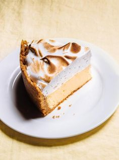 Ricardo Cuisine helps you find that perfect cake recipe. Learn how to make chocolate cake, butter cake, cupcakes, vanilla frosting, and more. Almond Cheesecake Recipe, Lemon Meringue Cheesecake, Lemon Desserts, No Bake Desserts, Pie Recipes, Dessert Recipes, Baking Recipes, Perfect Cake Recipe, Sweets