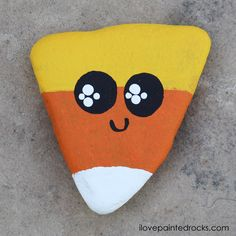 Kawaii Candy Corn Halloween Painted Rock Kawaii candy corn painted rock tutorial diy is the perfect fall craft for kids, rock painting enthusiasts or beginners. Rock Painting Ideas Easy, Rock Painting Designs, Painting For Kids, Painted Rocks Craft, Painted Pumpkins, Candy Corn, Halloween Rocks, Easy Halloween, Halloween Costumes