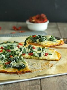 Cauliflower Crust Spinach White Pizza - CAULIFLOWER CRUST PIZZA (300 CALORIES)