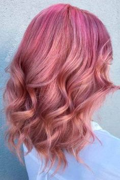Rose Gold Hair Color Is the Hottest Trend This Year ★ See more: lovehairstyles… - Beatiful Hairstyle Rose Brown Hair, Rose Gold Hair, Gold Hair Colors, Ombre Hair Color, Hair Colour, Pinterest Design, Pastel Hair, Pink Hair, Hair Trends 2018