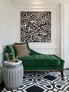 Luxurious emerald green velvet chaise (simplylovedesign). - Emerald Green: For a Glamorous Home