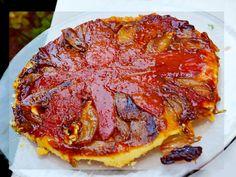 J'adore cette recette de tatin...à la tomate et aux échalotes ! C'est une tarte sucré-salé succulente que j'aime déguster avec un mélange de jeunes pousses ...