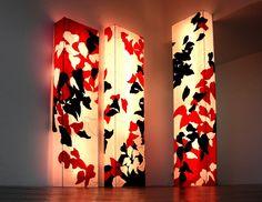 Biennale Internationale Design Saint-Etienne 2015 - Traversées(CROSSINGS) 3 structures rétro-éclairées, 200, 220 et 250 cm de haut, technique mixte sur intissé, structures aluminium, néons, 2012 © Sylvie Deparis