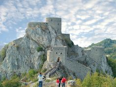 Srebrenik Fortress, the best-preserved medieval fortress in Bosnia and Herzegovina (by Antti_Tuzla).