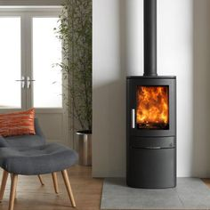 The ACR Neo Multifuel/Woodburning stove is everything you would expect from a fully featured contemporary stove but has the benefit of DEFRA approval allowing you to burn wood in smoke controlled areas. The ACR Neo Multifuel/Woodbur Contemporary Wood Burning Stoves, Wood Burning Logs, Corner Stove, Living Room Panelling, Home Fireplace, Fireplaces, Wood Fuel, Freestanding Fireplace, Log Burner