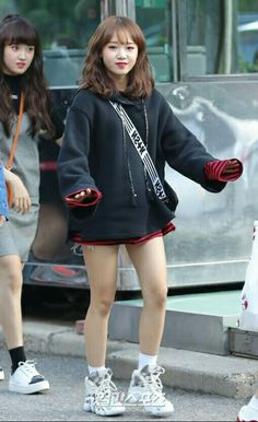 South Korean Girls, Korean Girl Groups, Jung Chaeyeon, Choi Yoojung, Kim Sejeong, Kpop Fashion, Airport Fashion, Airport Style, Girl Humor