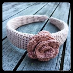 Hæklet hårbøjle med blomst - Garn Grammatik Hue, Diy Hair Accessories, Double Crochet, Diy Hairstyles, Bracelets, Crocheting, Jewellery, Fashion, Grammar