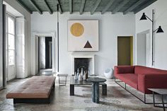 The living room at the Milan apartment of Gabriele Salvatori, CEO of the eponymous design leader Interior Simple, Modern Interior Design, Interior And Exterior, Contemporary Interior, Milan Apartment, Apartment Design, Casa Mix, Tamizo Architects, Old Apartments