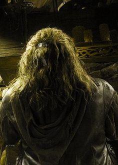 The back of Fili's head. That's how he does it! Thranduil, Legolas, Gandalf, Bilbo Baggins, Thorin Oakenshield, Sherlock Holmes Benedict Cumberbatch, Sherlock Bbc, Aidan Turner Kili, Fili Und Kili