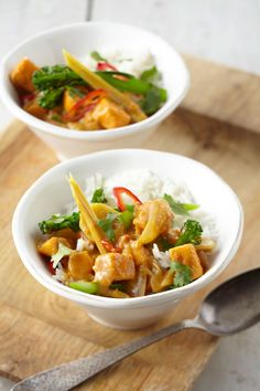 Indulge in one of the world's most delicious veggies, and rustle up this hearty vegan Thai inspired curry! Sweet Potato Dinner, Sweet Potato Burgers, Sweet Potato Curry, Sweet Potato Recipes, Vegan Recepies, Delicious Vegan Recipes, Beef Recipes, Real Food Recipes, Thai Curry