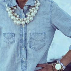 ♫ La-la-la Bonne vie ♪, Pearls and Jeans, So Chic Look Camisa Jeans, Pearl Necklace Outfit, Jeans Casual, Spring Summer Fashion, Autumn Fashion, Looks Jeans, Look Fashion, Womens Fashion, Mode Chic