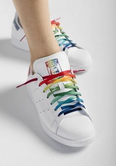 New Adidas Stan Smith Unisex Running Trainers Discount Sneakers Rainbow Shoes, Rainbow Outfit, Rainbow Clothes, Pride Outfit, Adidas Originals, Christopher Street Day, Basket Style, Custom Shoes, Mode Inspiration