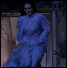 Winona Ryder (hot GIF from Dracula) Winona Ryder, Bouncy Gif, Bram Stoker's Dracula, Street Smart, Girls Be Like, Kids Wear, Bellisima, Best Funny Pictures, Good News