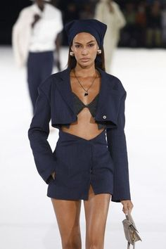 Joan Smalls Photos - Joan Smalls walks the runway during the Jacquemus Menswear Fall/Winter show as part of Paris Fashion Week on January 2020 in Paris, France. - Jacquemus : Runway - Paris Fashion Week - Menswear F/W Fashion Walk, Fashion 2020, Runway Fashion, Paris Fashion, Gucci Fashion, Fashion Edgy, Vogue Fashion, Fashion Vintage, Denim Fashion
