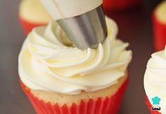 Aprende a preparar crema de mantequilla en Thermomix con esta rica y fácil receta. Las famosas buttercream o cremas de mantequilla cada vez están más de moda y es qu...