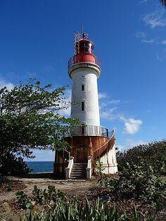Le phare de l'ilet Gosier Lighthouse Lighting, Union Territory, Caribbean Art, Beacon Of Light, Photos Voyages, France, Beach Town, West Indies, Belle Photo