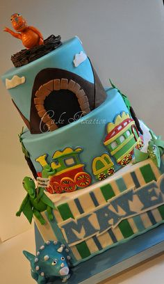 My son would love the dinosaur train cakes - a gallery on Flickr
