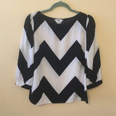 NWOT TOBI TOP NWOT Tobi!!! Exaggerated chevron pattern is great with black jeans and booties and can easily transition from day to night. Runs on the smaller side but is consistent with Tobi sizing. Tobi Tops Blouses