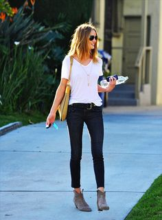 white t-shirt, skinny jeans, long necklace, ankle boots, casual weekend outfit