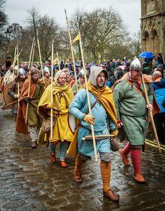 century Saxons or Vikings Viking Garb, Viking Reenactment, Viking Men, Anglo Saxon Clothing, Viking Clothing, Vikings Time, Norse Vikings, Historical Costume, Historical Clothing