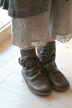 Slouchy boots and bloomers. Love this casual look. Boot Over The Knee, Over Boots, Cool Outfits, Fashion Outfits, Womens Fashion, Dress Sites, Mori Fashion, Mein Style, Linens And Lace