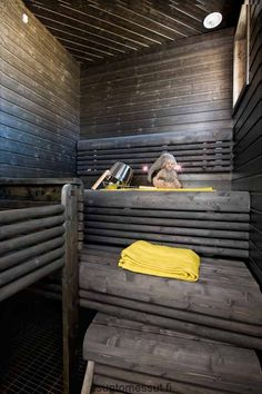 Grey and yellow Sauna Steam Room, Sauna Room, Sauna Shower, Traditional Saunas, Outdoor Sauna, Finnish Sauna, Spa Rooms, Spa Tub, Home Decor Inspiration