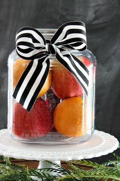 This simmering potpourri gift in a jar idea is perfect to give to just about anyone. It is truly a gift that will entice all of the senses! Mason Jar Diy, Mason Jar Crafts, Simmering Potpourri, Small Craft Rooms, Large Paper Flowers, Diy Wedding Bouquet, Craft Room Storage, Crafts To Make And Sell, Christmas Holidays