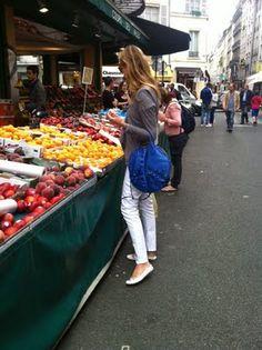 Fruit market on rue de Seine, Paris. A Day In Paris, Paris 3, Paris France, Fresh Food Market, Open Market, Market Value, Walking By, Organic Recipes, Farmers Market