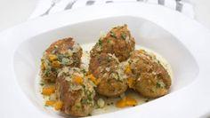 Karlos Arguiñano prepara un plato de repápalos de bacalao, un plato típico extremeño similar a unas croquetas elaboradas con pan, huevo y bacalao.
